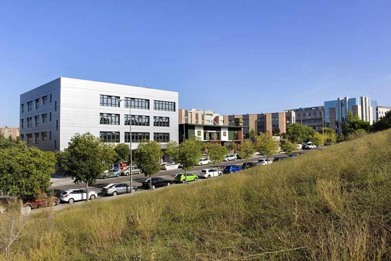 nuevo edificio clinica cemtro montecarmelo
